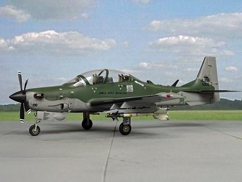-aviao-embraer-emb-314-super-tucano-fab-hobbyboss-1448023250_56326_ad2_g.jpg
